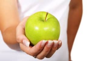 green-apple-in-girl-hand-meal-plan-ideas